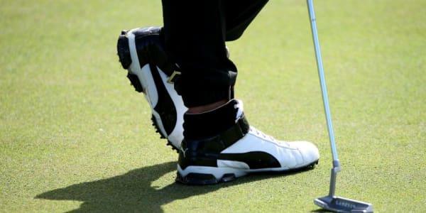 Selbstbewusster Stil: Mit seinem neuen Schuhwerk setzte Rickie Fowler in jedem Fall einen Trend. (Foto: Getty)