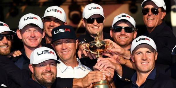 Sie wollten ihn gar nicht mehr hergeben: Team USA holt den Ryder Cup nach acht Jahren zurück auf den amerikanischen Kontinent. (Foto: Getty)