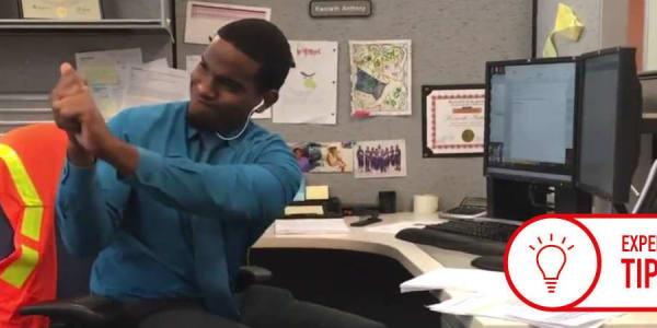 Ob Im Büro oder zu Hause, überall läasst sich Golftraining in den Alltag integrieren. (Foto: Screenshot Youtube.com)