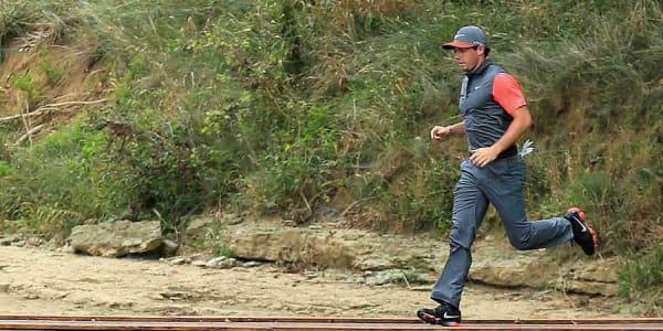 Man muss nicht über den Golfplatz rennen, um Zeit zu sparen. Fabian Stehle kennt bessere Möglichkeiten. (Foto: Getty)