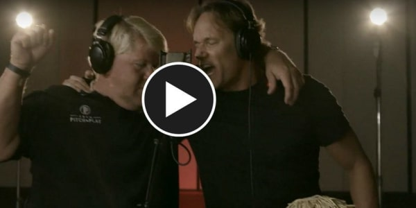John Daly und Keith Jacob rocken gemeinsam beim Song 18 Holes & A 12-Pack ab. (Foto: Youtube/Keith Jacob)