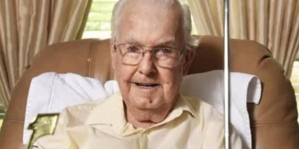 65 Jahre lang wartete Ben Bender auf sein Hole-in-one. (Foto: Twitter.com@GolfDigest)