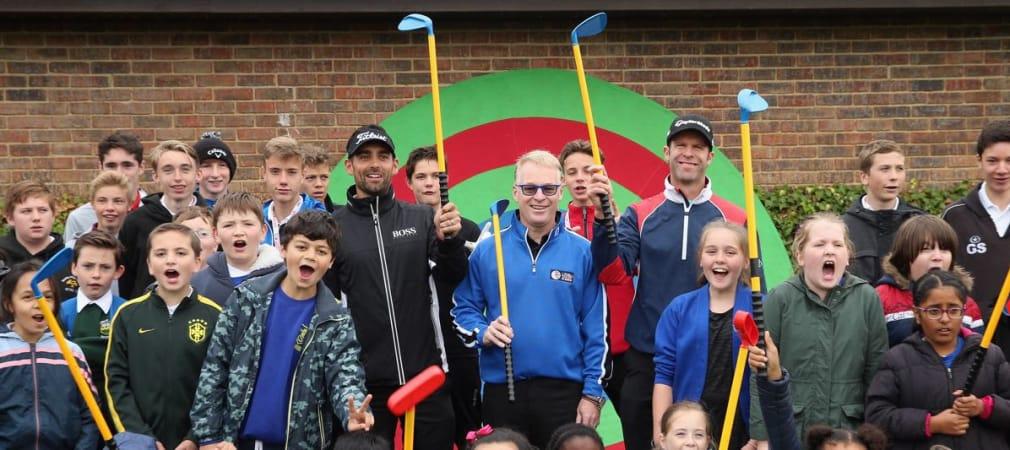 Der CEO der European Tour inmitten einer Meute von Kids beim Street Golf Festival im Rahmen des British Masters Anfang Oktober 2015. (Foto: Getty)