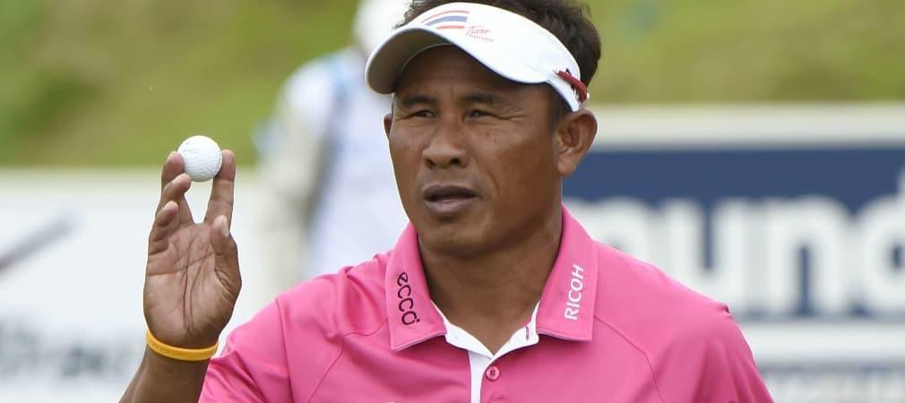 Thongchai Jaidee mit seinem Ball von Titleist. (Foto: Getty)