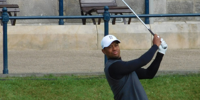 Tiger Woods has issue with golf balls
