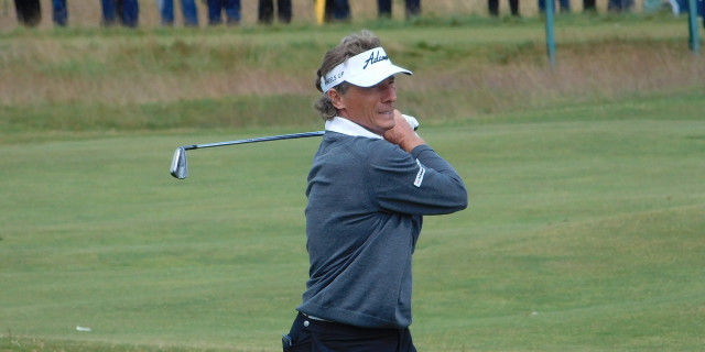 Langer leads halfway through Senior PGA on Trump course