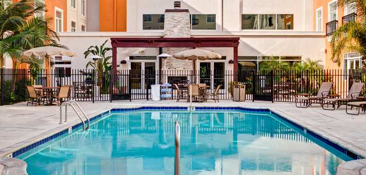Hilton_Family-&-Theme-Park-Hotel_Deluxe-Valencia-All-Suite-Hotel-on-Sale