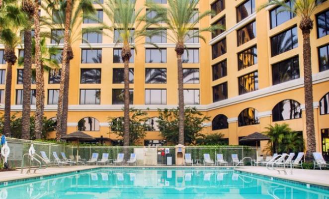 Groupon-Getaways_Family-&-Theme-Park-Hotel_4-Star-Wyndham-Hotel-Near-Disneyland-44%-OFF