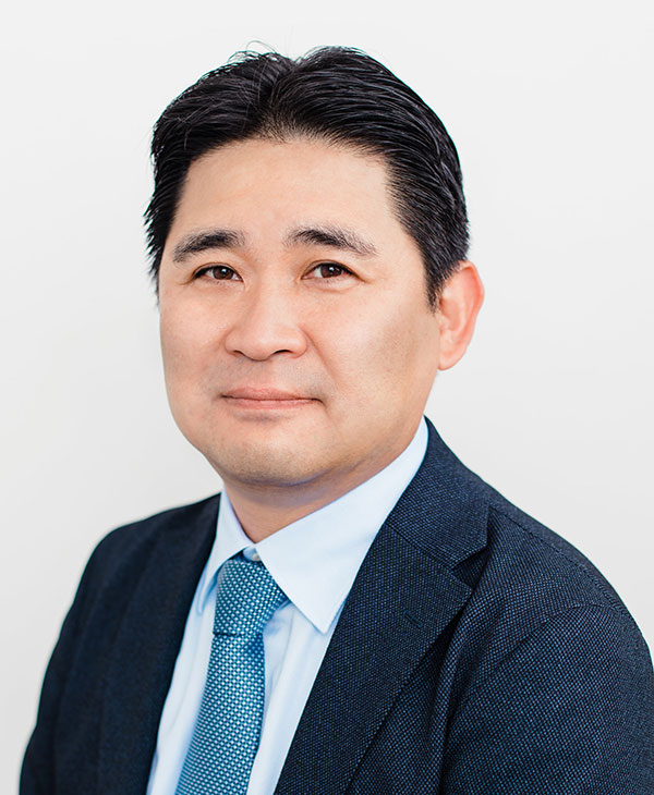 Kats Murakami Global Business Development Headshot