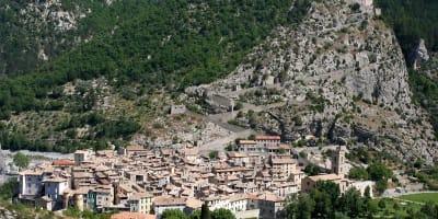Entrevaux_Alpes_de_Haute_Provence_France.jpg