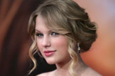 Taylor Swift at the Hanna Montana Movie Premire