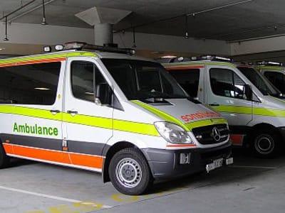 512px-Tasmanian_Ambulances_Mercedes.jpg