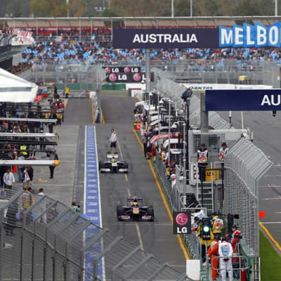 Australian_GP_pit_lane (wiki commons).jpg