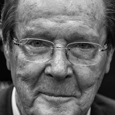 Sir Roger Moore at the Last Man Standing Book Signing