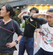 """Japanese Invent """"Poké-Han"""" Device To Rest Your Arms While Playing Pokémon Go"""