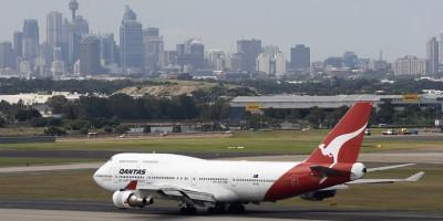 Qantas_Boeing_747-400_at_Sydney_airport.jpg