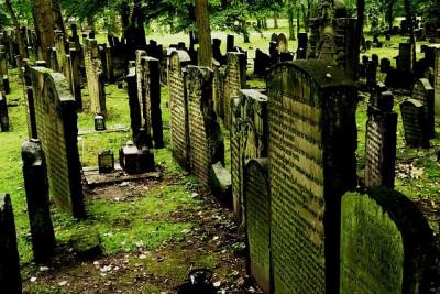 cemetery-1643586_640.jpg