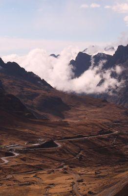 Vista do caminho a ser percorrido no downhill estrada da morte (Marcos Borges/A 4 Pés)