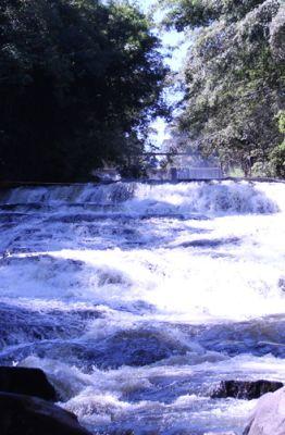 Foto de cachoeiras do Centro da cidade de Brotas, no interior de São Paulo
