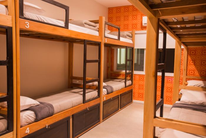 Foto de um quarto do Hello Hostel Design de Pelotas/RS (foto de Divulgação)