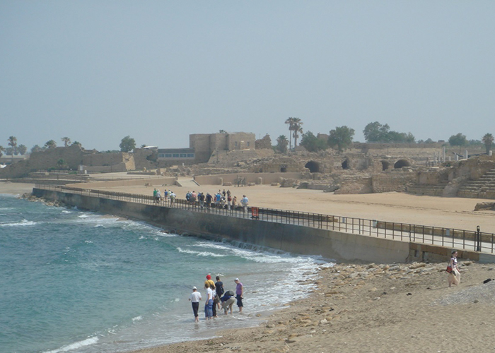 Teleférico para a subida à fortaleza de Herodes e ao fundo, o belo Mar Morto (Foto: Arquivo pessoal Elaine Gilli)