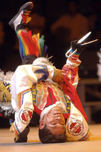Dançarino típico de Tijeras - tesouras (Wikimedia Commons)