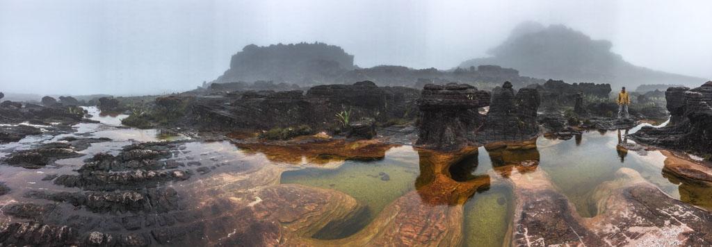 Foto panorâmica nas Jacuzzi no alto do Monte Roraima