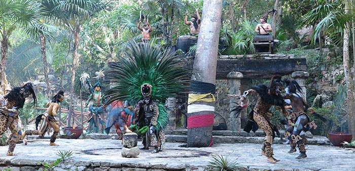 Apresentação impressionante no setor do Pueblo Maya