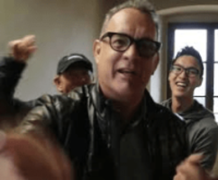 tom hanks recreates shimmy shimmy cocoa pop rap