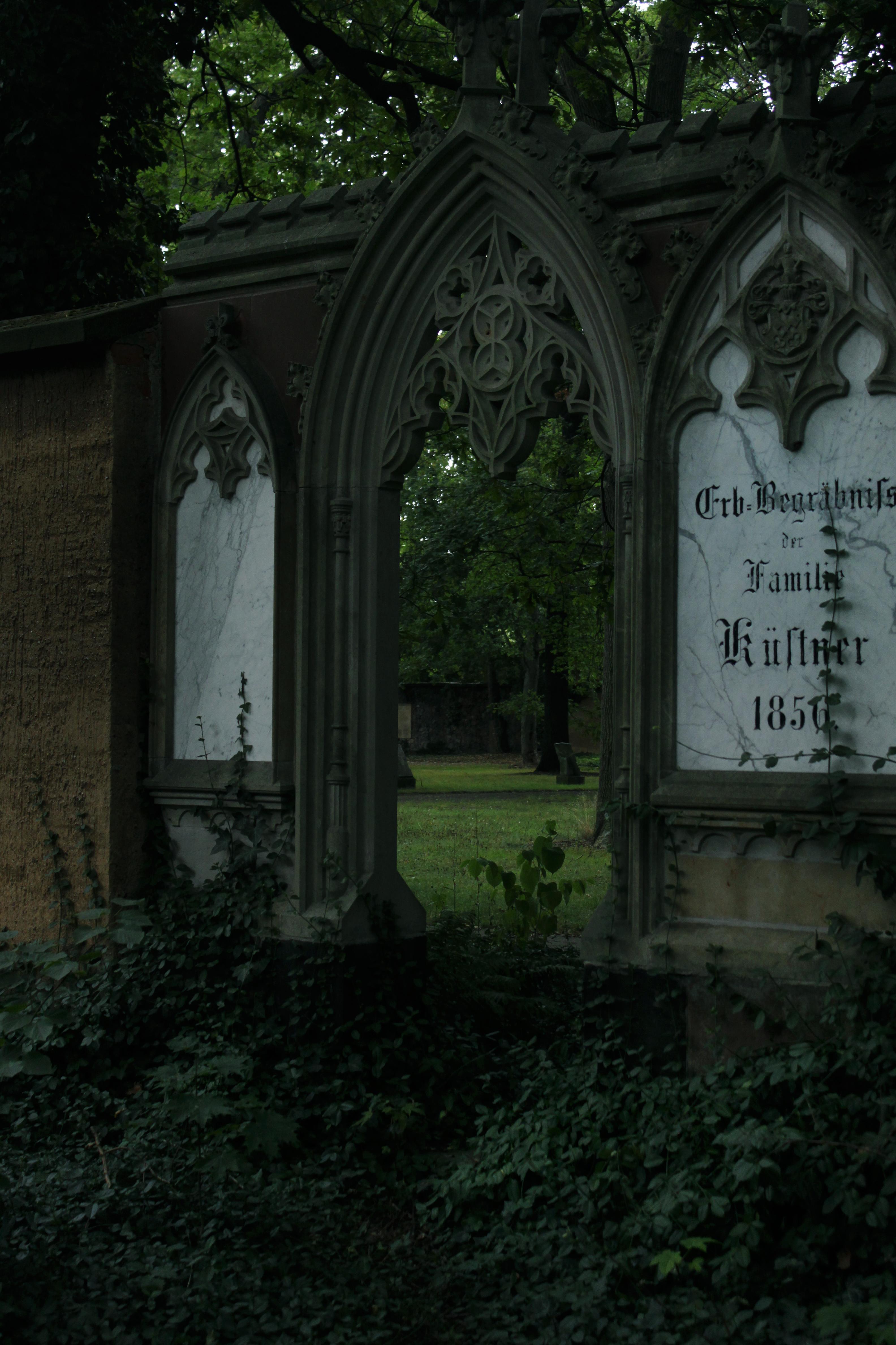Mystische Wege öffnen sich auf dem Alten Johannisfriedhof