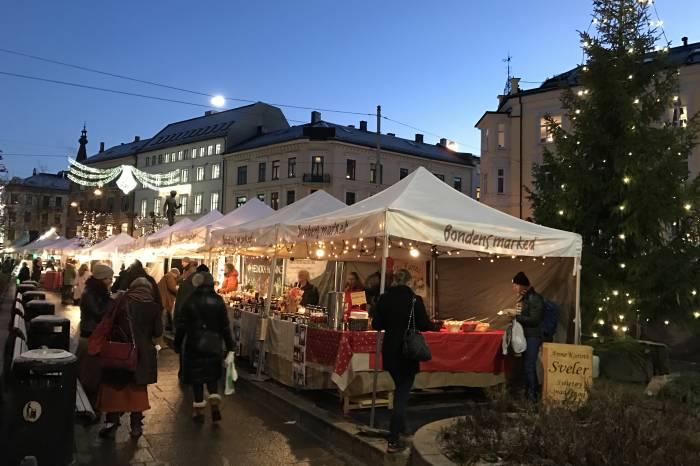 På Bondens marked finner du både smaken og lukta av jul