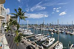 Waikiki Beach Ilikai Marina