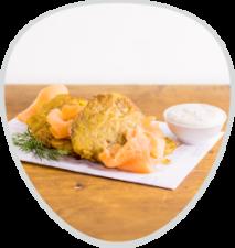 Kartoffelpuffer mit Räucherlachs und Sour Creme