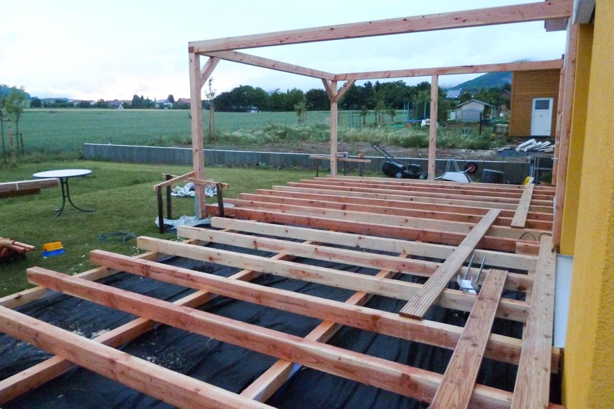 Eine Terrasse Entsteht Auf Dem Holzweg