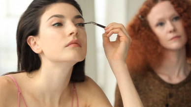 vogue_the-monday-makeover-shopping-this-weeks-cat-eye-video