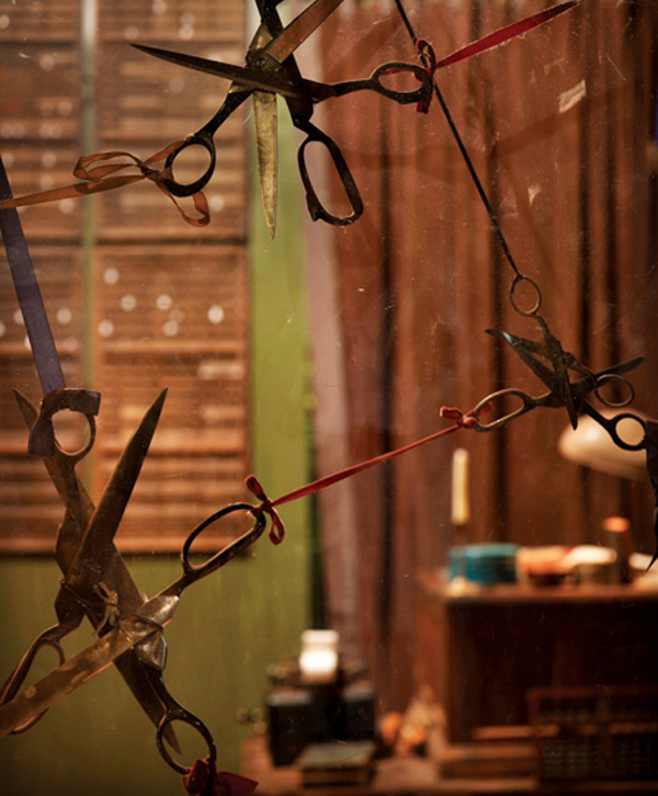 370621-Scissors_in_the_tailor_s_shop_Photo_by_Eric_Laignel_