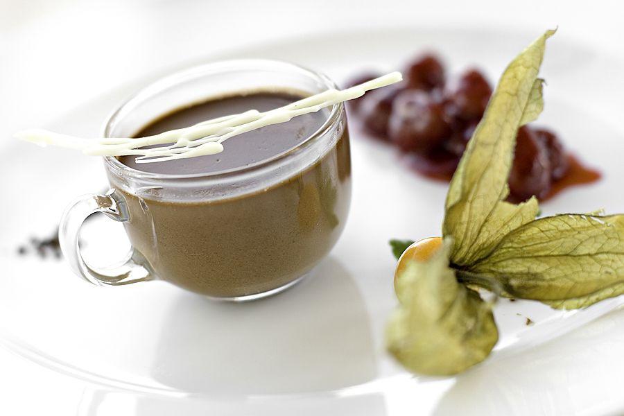 Kaffe-, chokladpannacotta med halloncouli