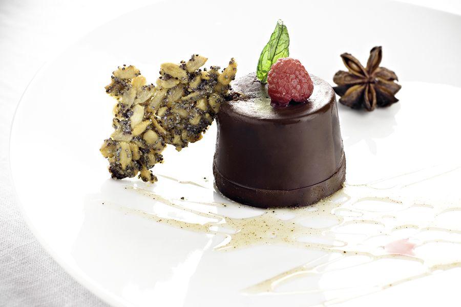Mörk chokladpannacotta med vallmoflarn