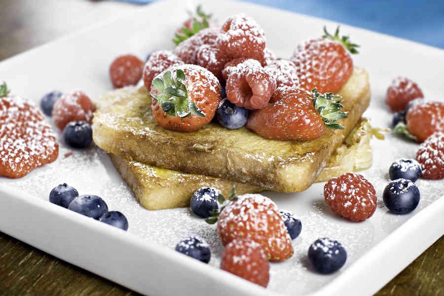 French toast - Fattiga riddare med färska bär