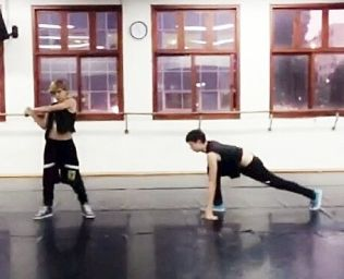 DJ & Leon #<DanceType:0x00563db32a0390> Hip-Hop