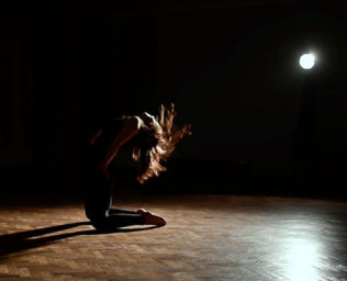 Izabela Towalewska #<DanceType:0x0055976e248bb8> Contemporary