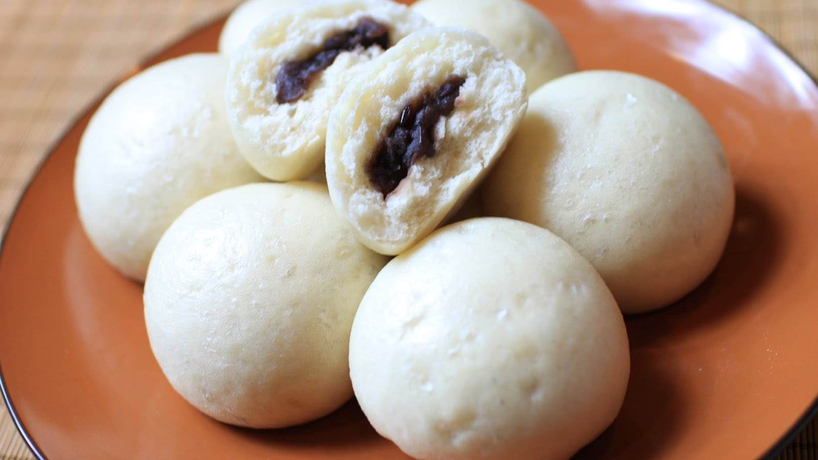 Chinese buns with Red-Bean fillings.