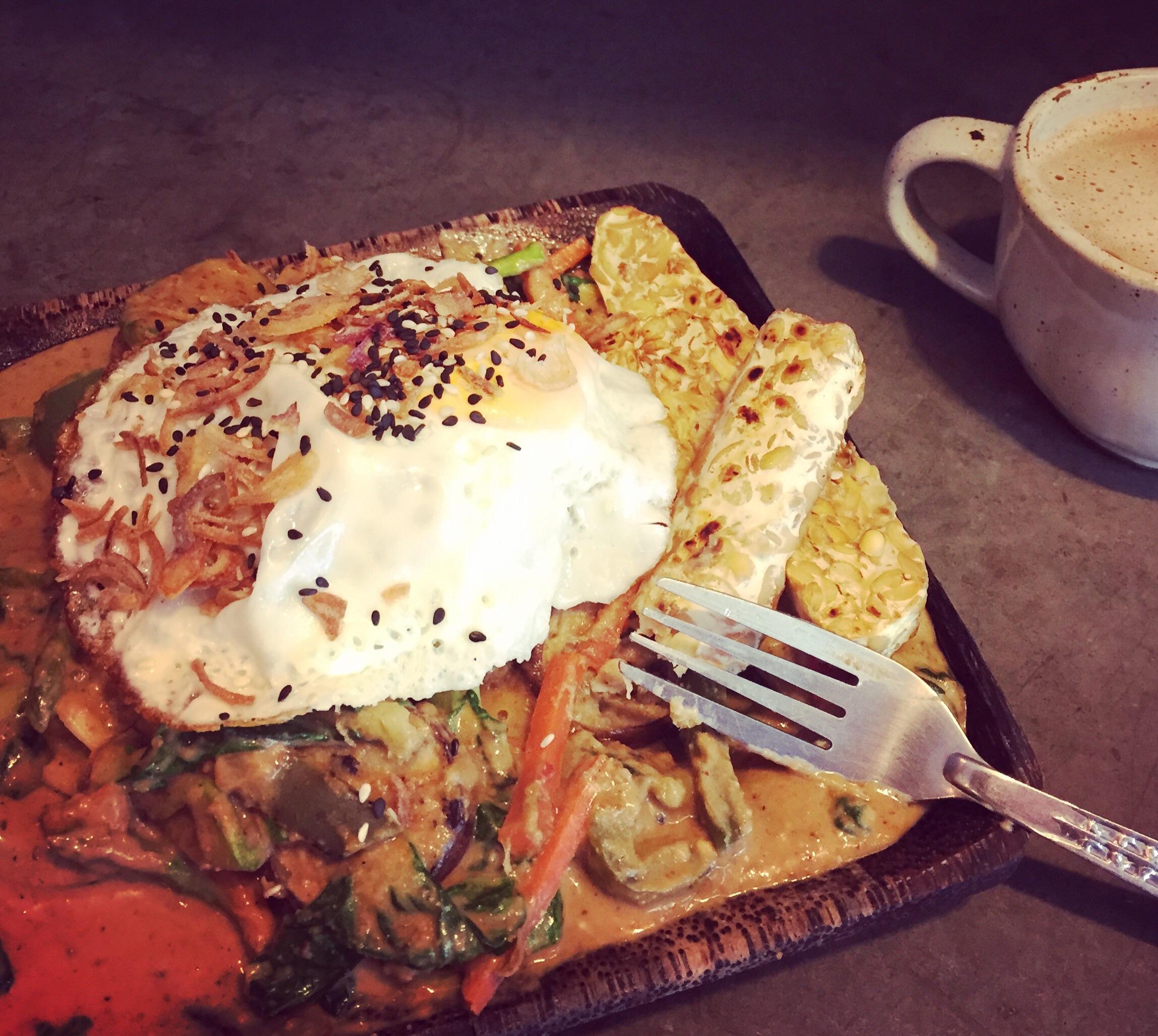 Bimibap bowl with quinoa