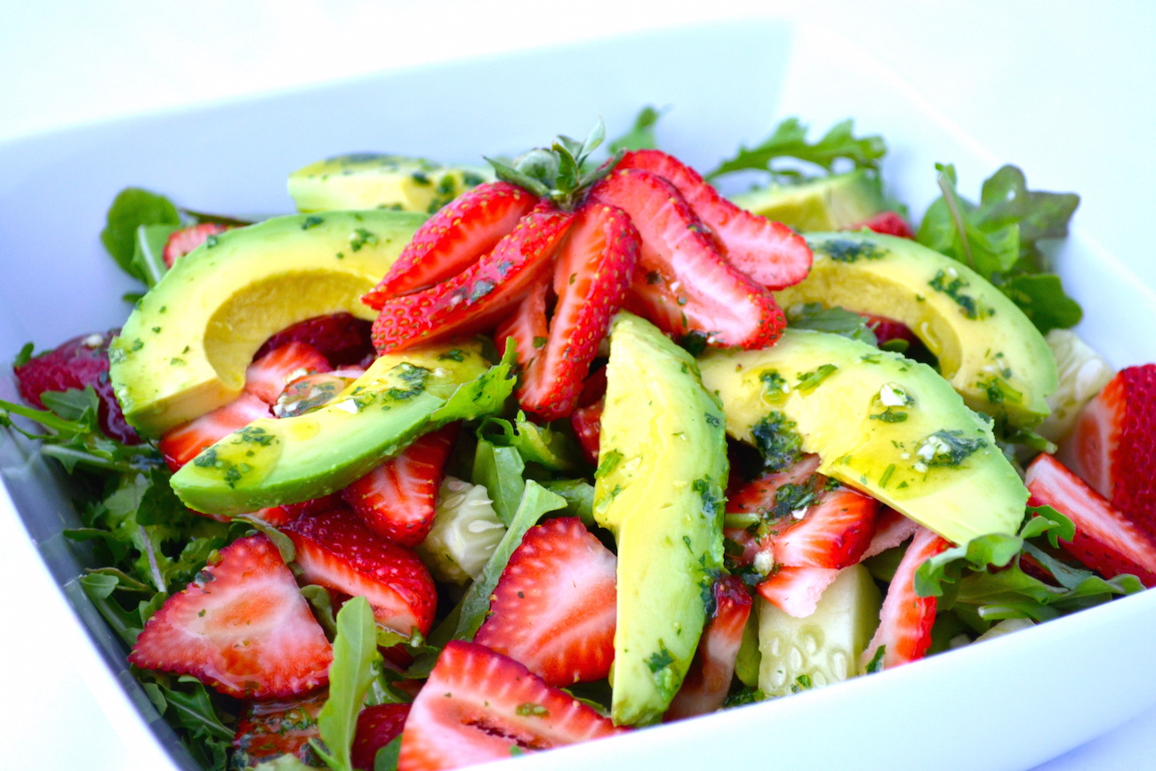 Arugula strawberry avo salad