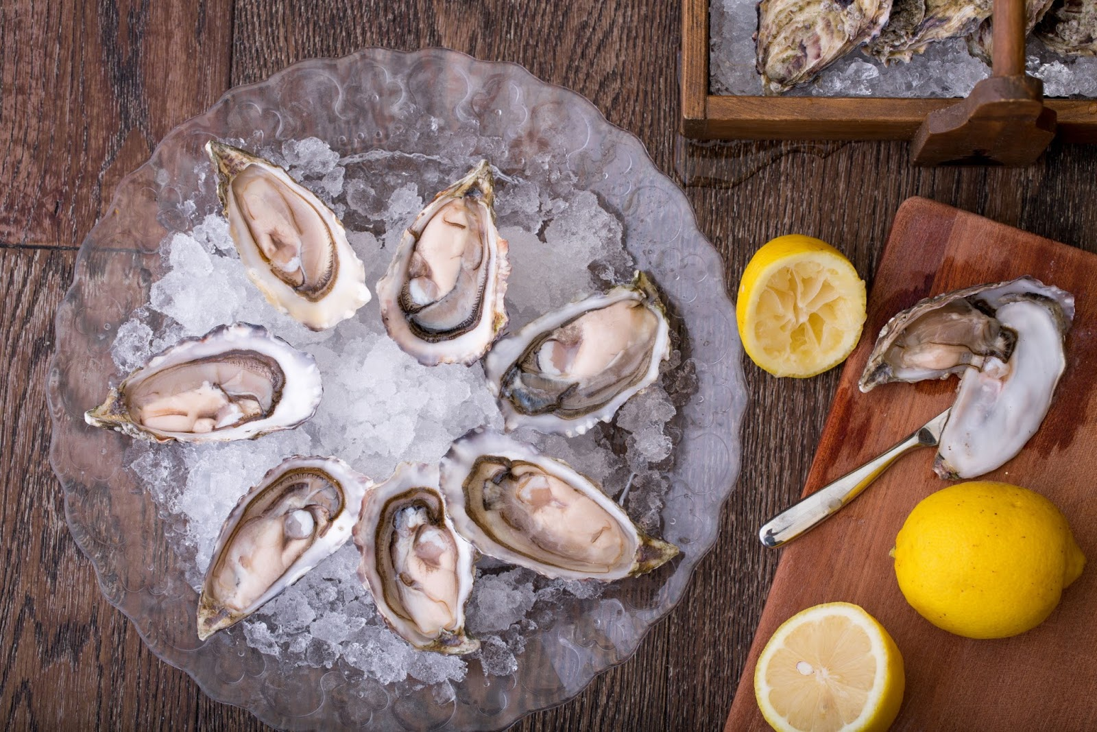 Plat du Jour, seafood, fresh oyster, oyster, lemon, ice cubes, entrees