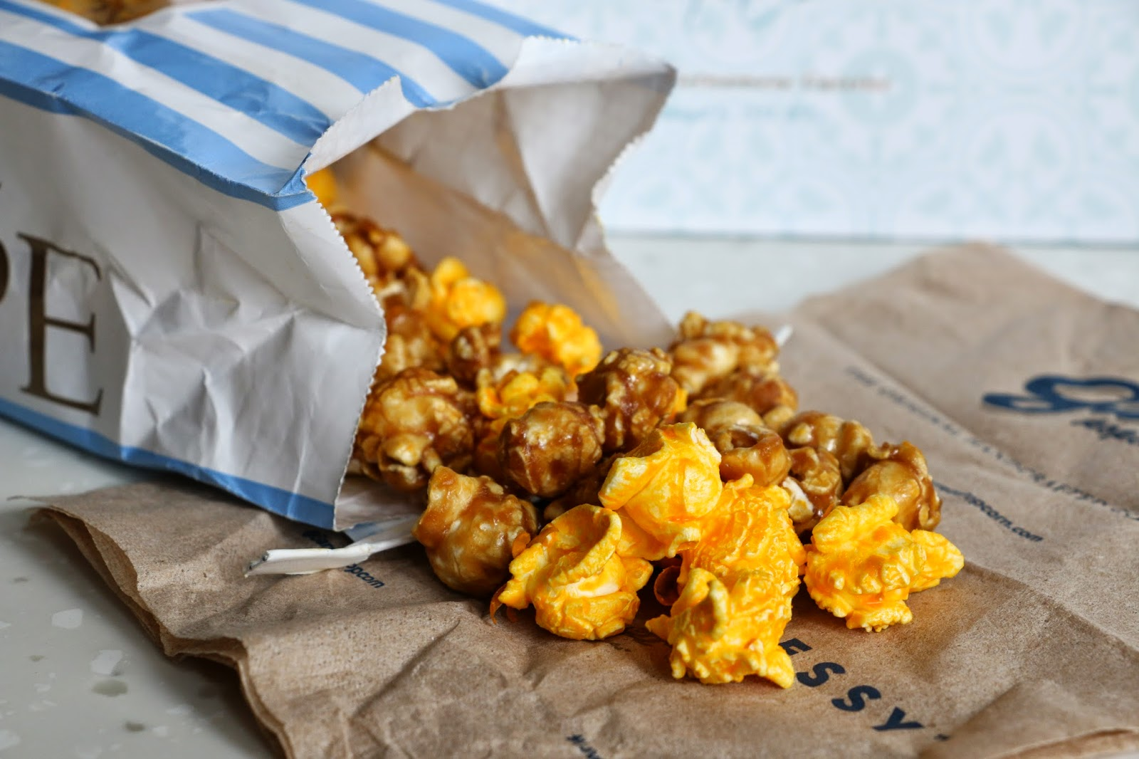 Garett Popcorn cheese caramel chicago mix