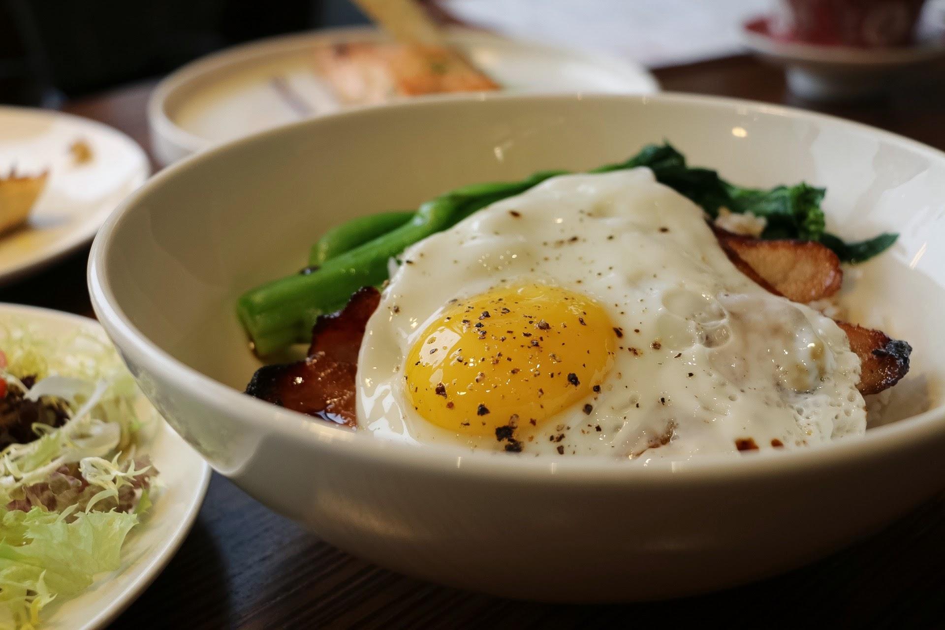 家香豬頸肉叉燒煎蛋飯