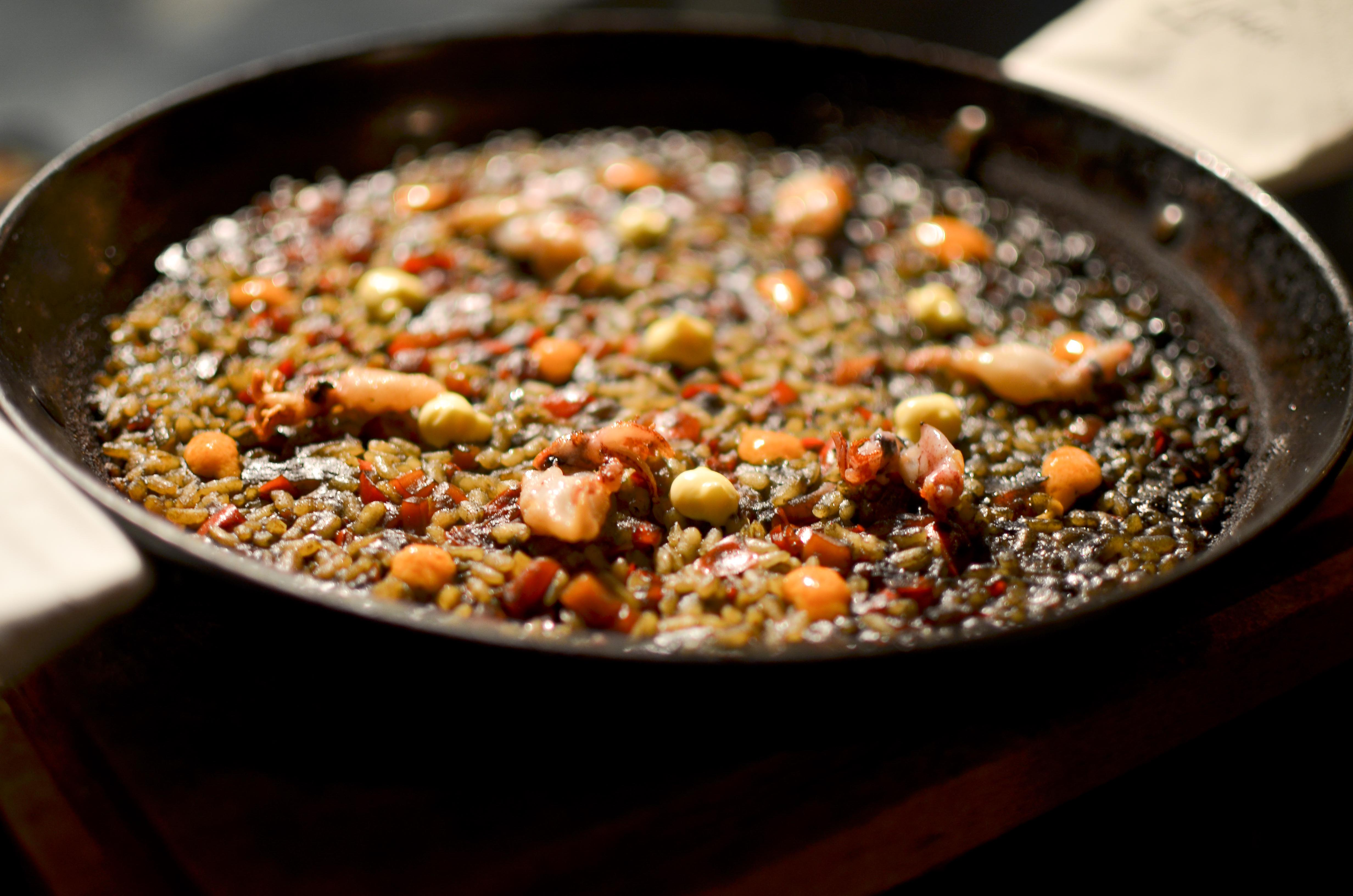 Voila, black paella