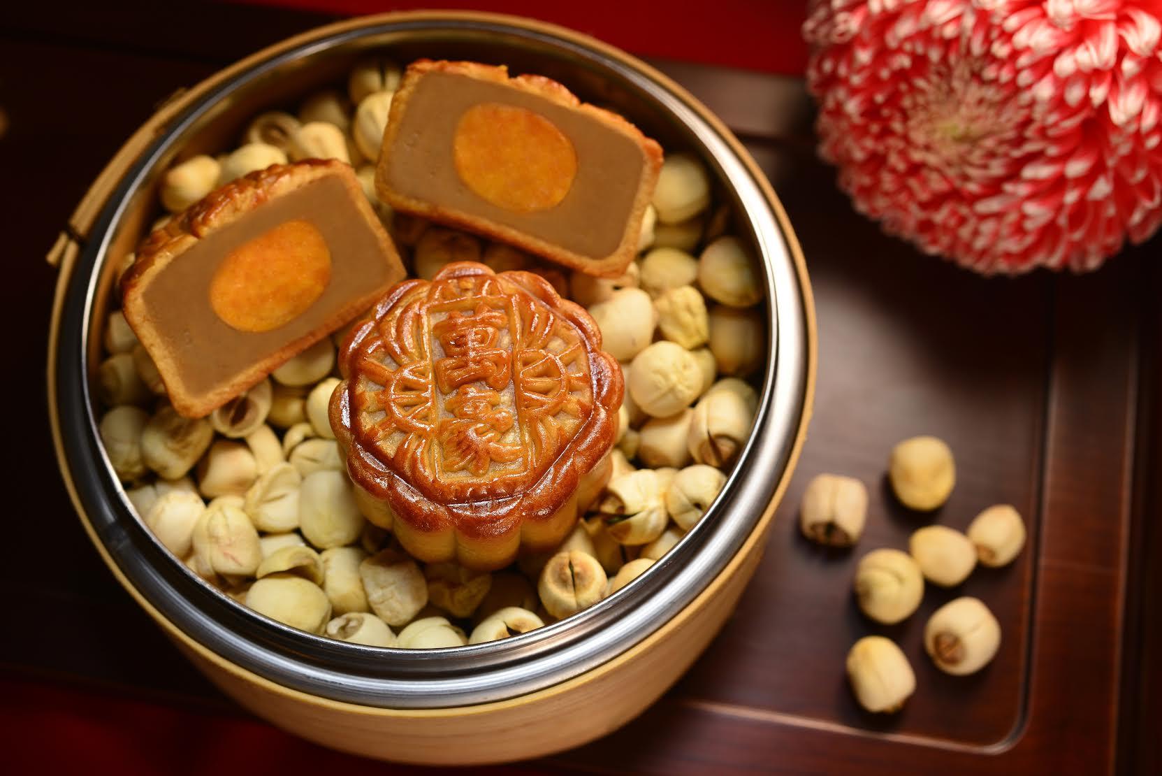 Mini Traditional White Lotus Seed Paste with Half Egg Yolk Mooncakes