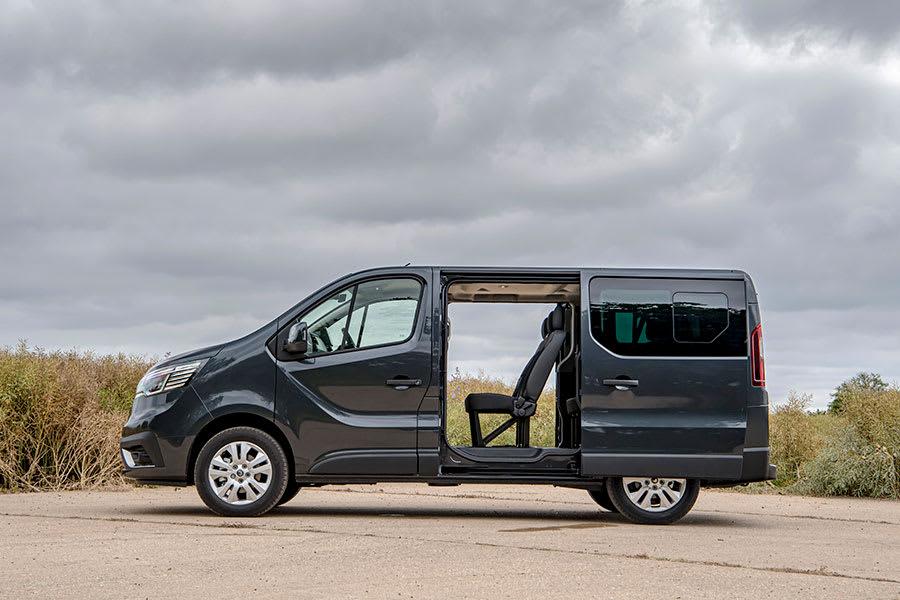 New-Renault-Trafic-Passenger-4